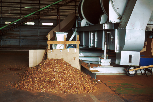machine for processing bark